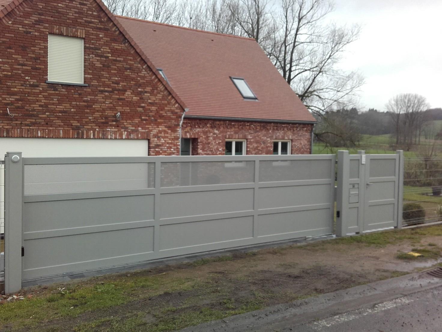 Portail gris en aluminium Europortail