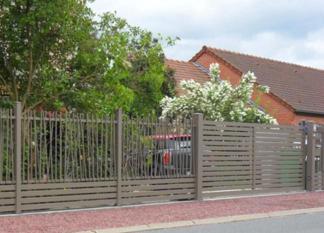 Portail bellerive coulissant avec clôture garenne ajourée