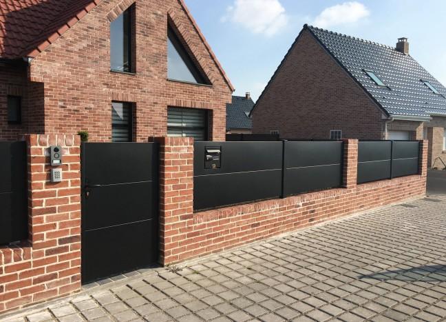 Portail horizon noir avec clôture et portillon