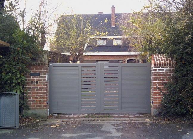 Portail en aluminium gris Europortail