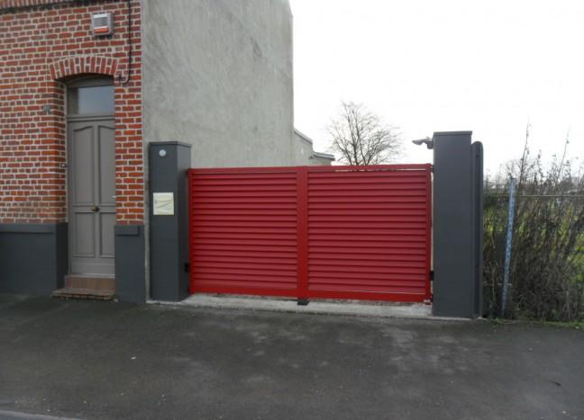Portail sarlande rouge en aluminium