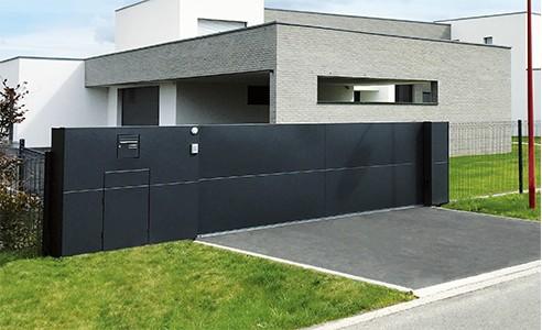 Un style industriel chic avec le portail aluminium Horizon